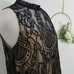 Lace sleeveless Blouse With Sweetheart Neckline